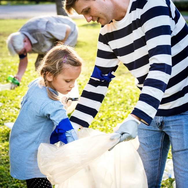 family volunteer earth day