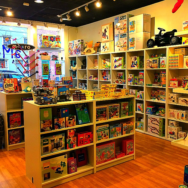 aMuse toy store