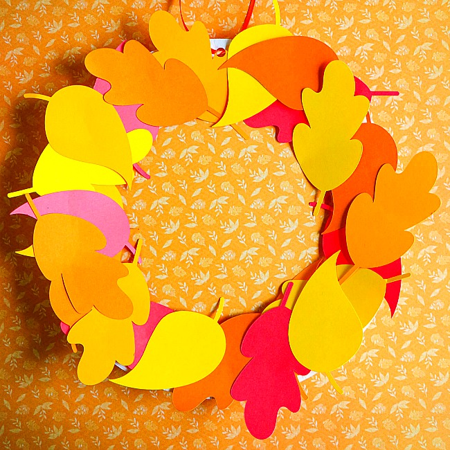 fall leaves paper plate wreath